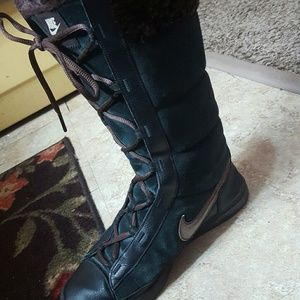 Nike black gold maroon lace up winter boots